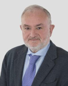 El doctor España, Jefe de Cirugía Vascular de Hospital HLA Universitario Moncloa, es pionero en cirugía endolaser contra las varices.